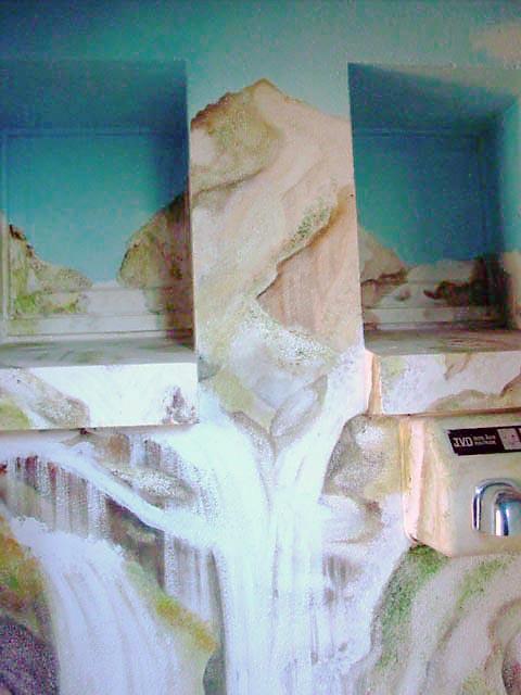 94 - CASCADE - Montagne et Source